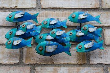 Ein Fischrelief an einer Wand.