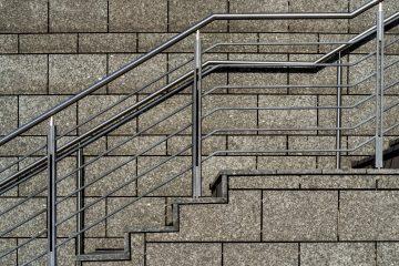 Treppenaufgang mit Metall Treppenlauf