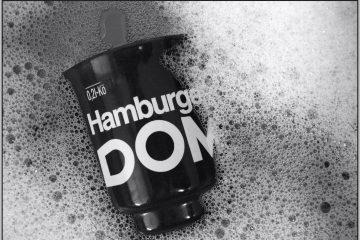 DOM Tasse im Spühlwasser.