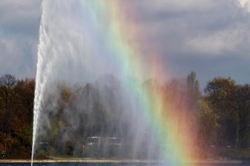 Die Wasserfontäne der Binnenalster mit Regenbogen.