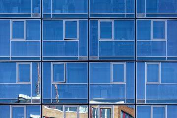 Interessante Spiegelung einer Fassade.