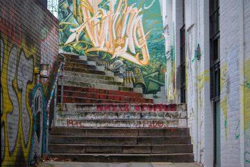 Eine Treppe in Altona mit Graffiti verschönert.