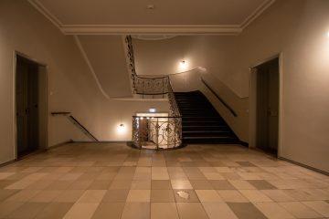 Treppenhaus mit Weitwinkel.