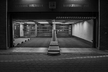 Hans Stötera - Fischmarkt am Abend 01.06.2021 - Garageneinfahrt