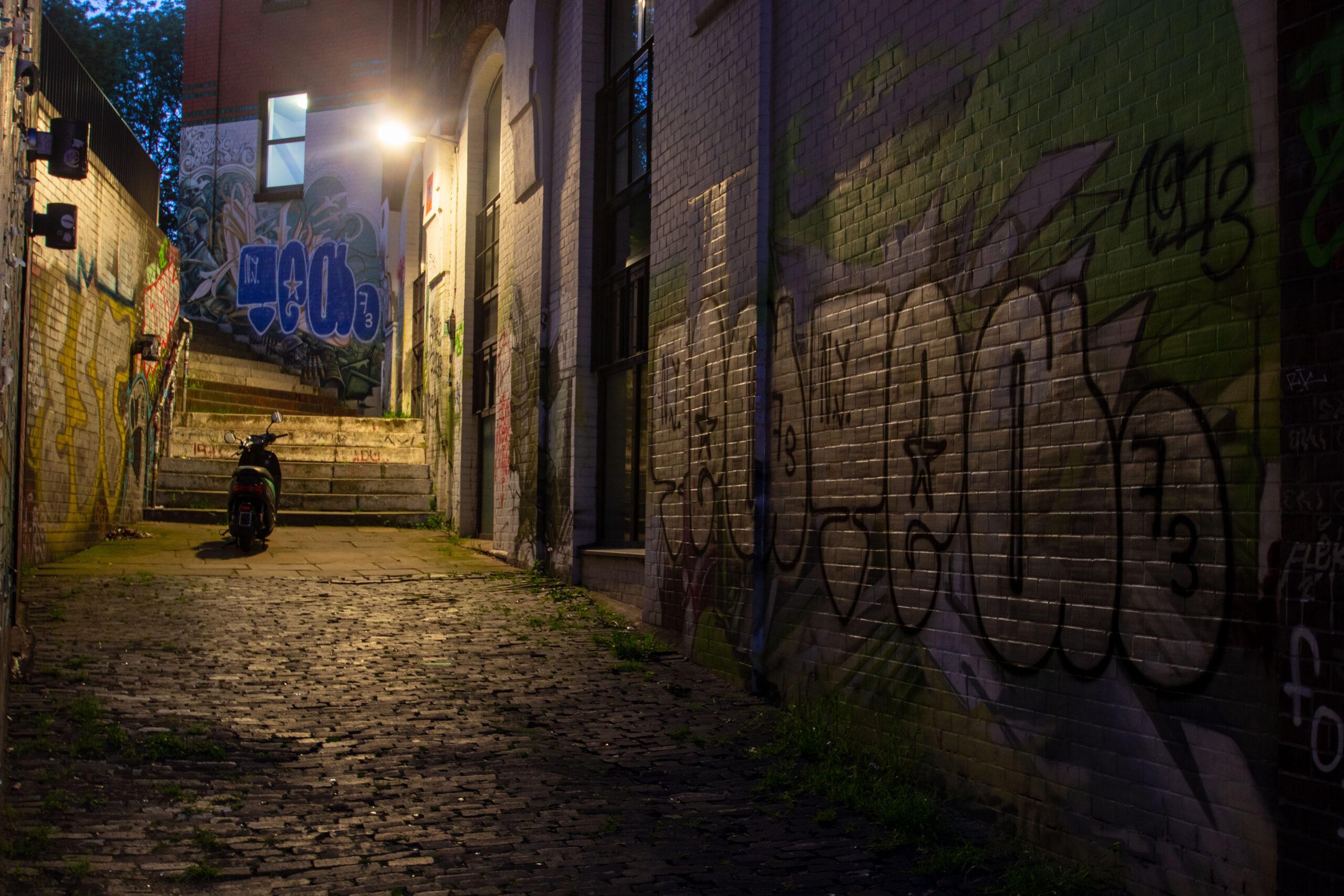Bodo Jarren - Fischmarkt am Abend 01.06.2021 - Roller aus der Ferne