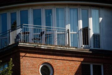 Bodo Jarren - Hudtwalckerstraße 07.09.2021 - Runder Balkon