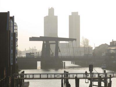 Marlies Heinsohn - Challenge 26: 17.05 - 30.05.2021 - Gegenlichtaufnahme im Rostocker Hafengebiet